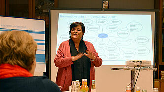 Organisationsberaterin Vera Wulff während des Workshops Mitte November 2019 in Itzehoe